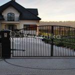 Nowoczesne bramy i ogrodzenia kute Pszczółka
