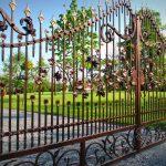 Nowoczesne ogrodzenia kute bramy ogrodzeniowe